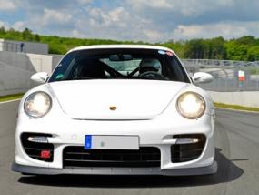 8 Runden Porsche GT2 selber fahren auf dem Ascari - Erlebnis Geschenke