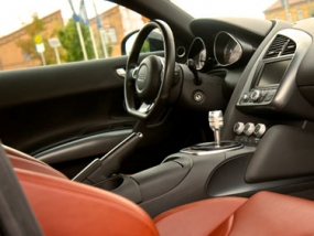 30 Minuten Audi R8 selber fahren in Hamburg
