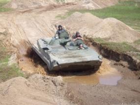 BMP1 Schützenpanzer fahren in Kuchelmiss, Raum Rostock - Erlebnis Geschenke