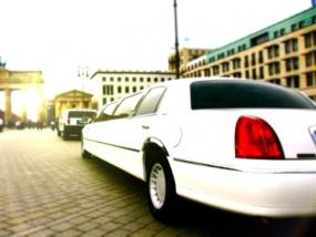 Chrysler C300 Stretchlimousine Weiß mieten in Berlin - Erlebnis Geschenke