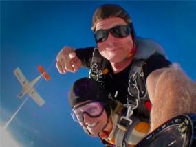 Fallschirm-Tandemsprung mit Video in Berlin