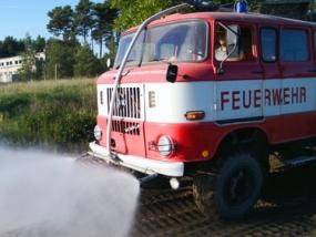 Feuerwehrauto offroad fahren in Mahlwinkel, Raum Magdeburg - Erlebnis Geschenke