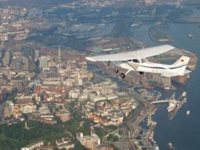Flugzeug Rundflug mit Video über Hamburg für 20-25 Min. - Erlebnis Geschenke