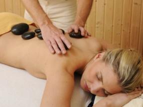 Hot Stone Massage in Nieheim, Raum Paderborn in NRW