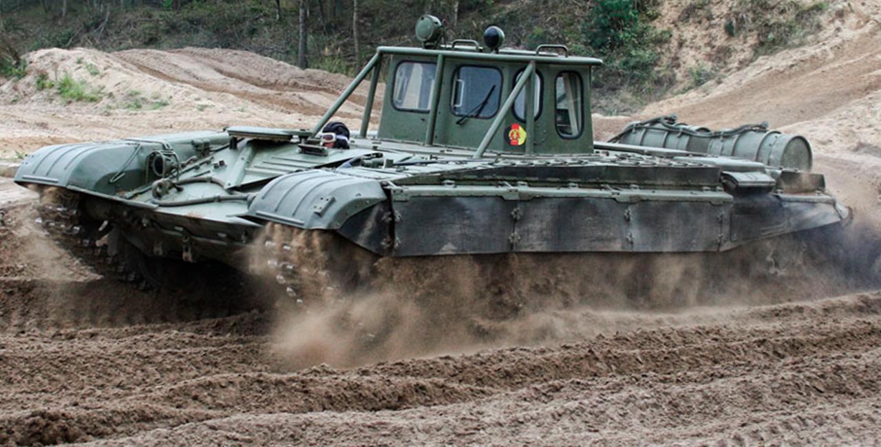 Panzer T-72 (FAP) fahren in Mahlwinkel, Raum Magdeburg