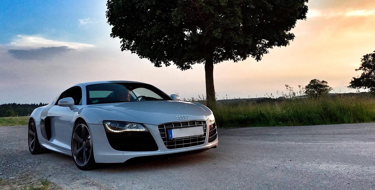 8 Std. Audi R8 V 10 plus selber fahren in München