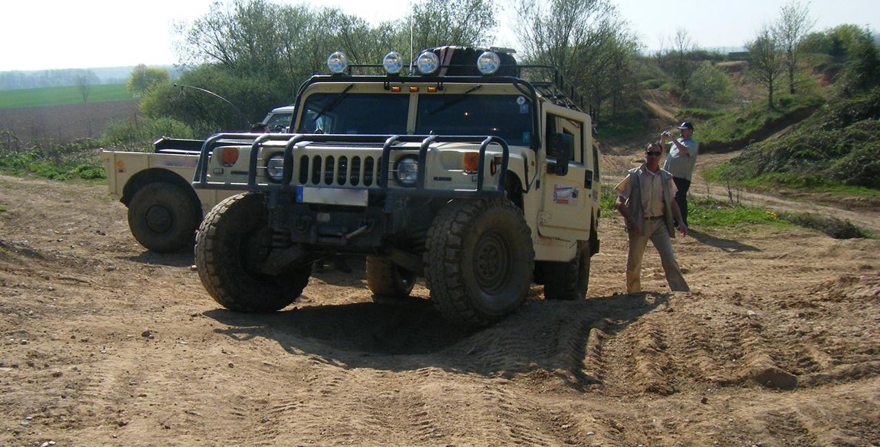 Hummer-H1 offroad fahren