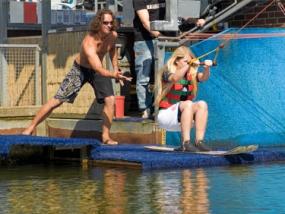 Wasserski fahren auf dem Heeder See in Heede, Raum Oldenburg