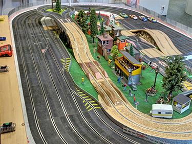 1 Std. Modellrennbahn inkl. Fahrzeug mieten Hamburg - Erlebnis Geschenke
